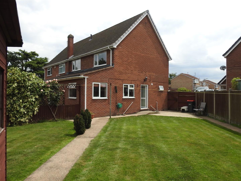 3 Bedrooms Property for sale in Marie Gardens, Hucknall, Nottingham